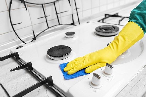 تمیز کردن اجاق با شیرپاک کن
