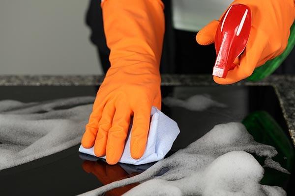 تمیز کردن اجاق گاز سرامیکی بدون آسیب زدن به گاز
