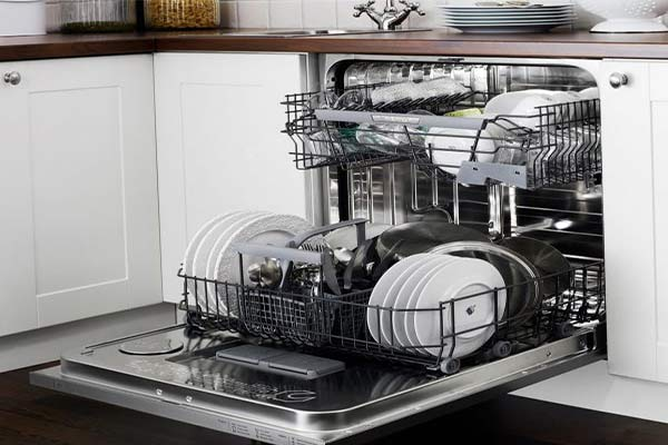 کدر شدن ظروف در ظرفشویی به دلیل پر بودن بیش از اندازه آن - نیوسرویس