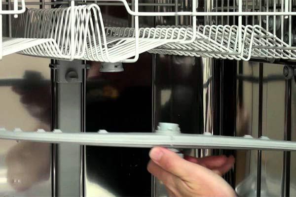 خرابی بازوها ودرست شسته نشدن ظروف در ماشین ظرفشویی - نیوسرویس