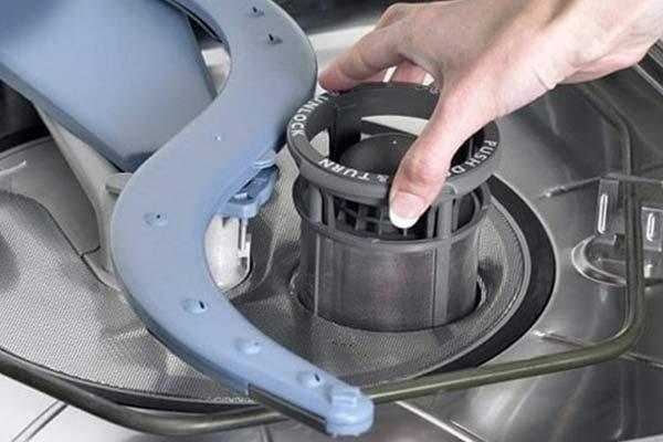 کثیفی فیلتر ماشین ظرفشویی علت کدر شدن ظروف - نیوسرویس