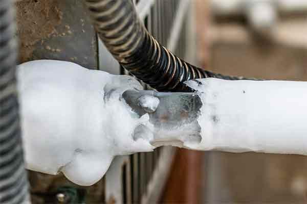 لوله های کولرگازی بیشتر از هر قسمت دیگری امکان برفک زدن دارند