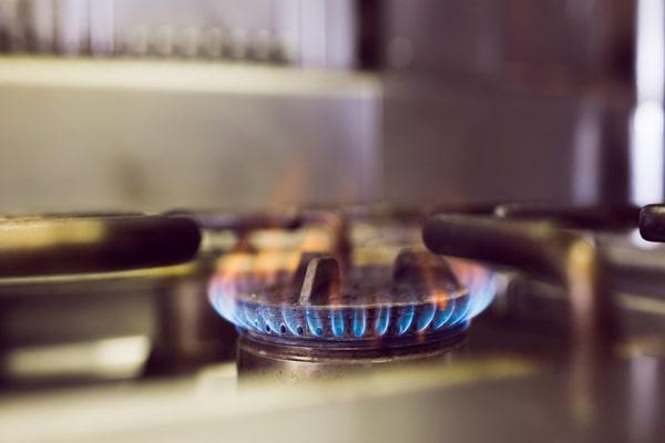 اگر الکترود جرقه زن با فاصله استاندارد از شعلهها قرار نگرفته باشد، اجاق هم روشن نخواهد شد