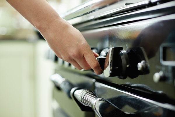 شیر یا ولوم اجاق گاظف وظیفه کنترل میزان گاز ورودی به دستگاه را برعهده دارد