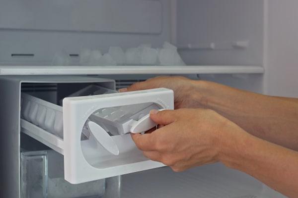 عدم خروج یخ از یخساز اغلب به دلیل مشکلاتی مکانیکی سیستم دستگاه است