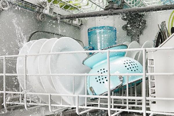 ترموستات از داغ شدن بیش از حد ماشین ظرفشویی جلوگیری میکند