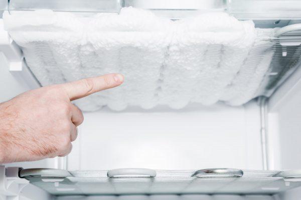 چرا یخچال برفک میزنه