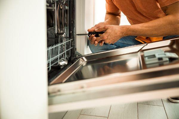 علت نشتی آب از زیر ظرفشویی